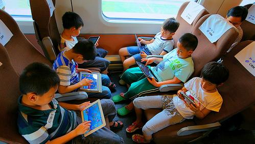 小孩坐动车要买票吗_高铁最新消息
