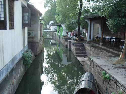 ...故居都在小巷和小路上,如青藤书屋、蔡元培故居、贺知章故居,...