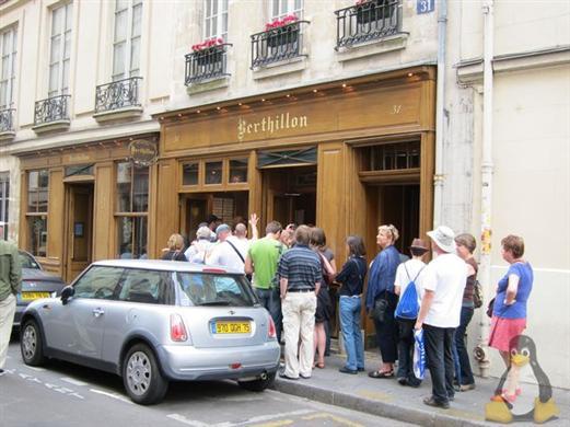 咖啡馆les deux magots、花神咖啡馆cafe de flore,1686年创办高清图片
