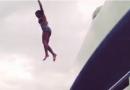 碧昂斯着比基尼玩游艇跳海 展现性感与魄力